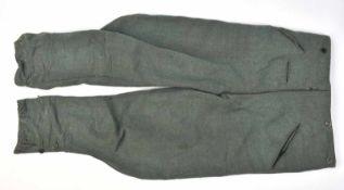 Pantalon culotte de cheval en drap Feldgrau, tous les boutons sont présents (certains ne sont pas du