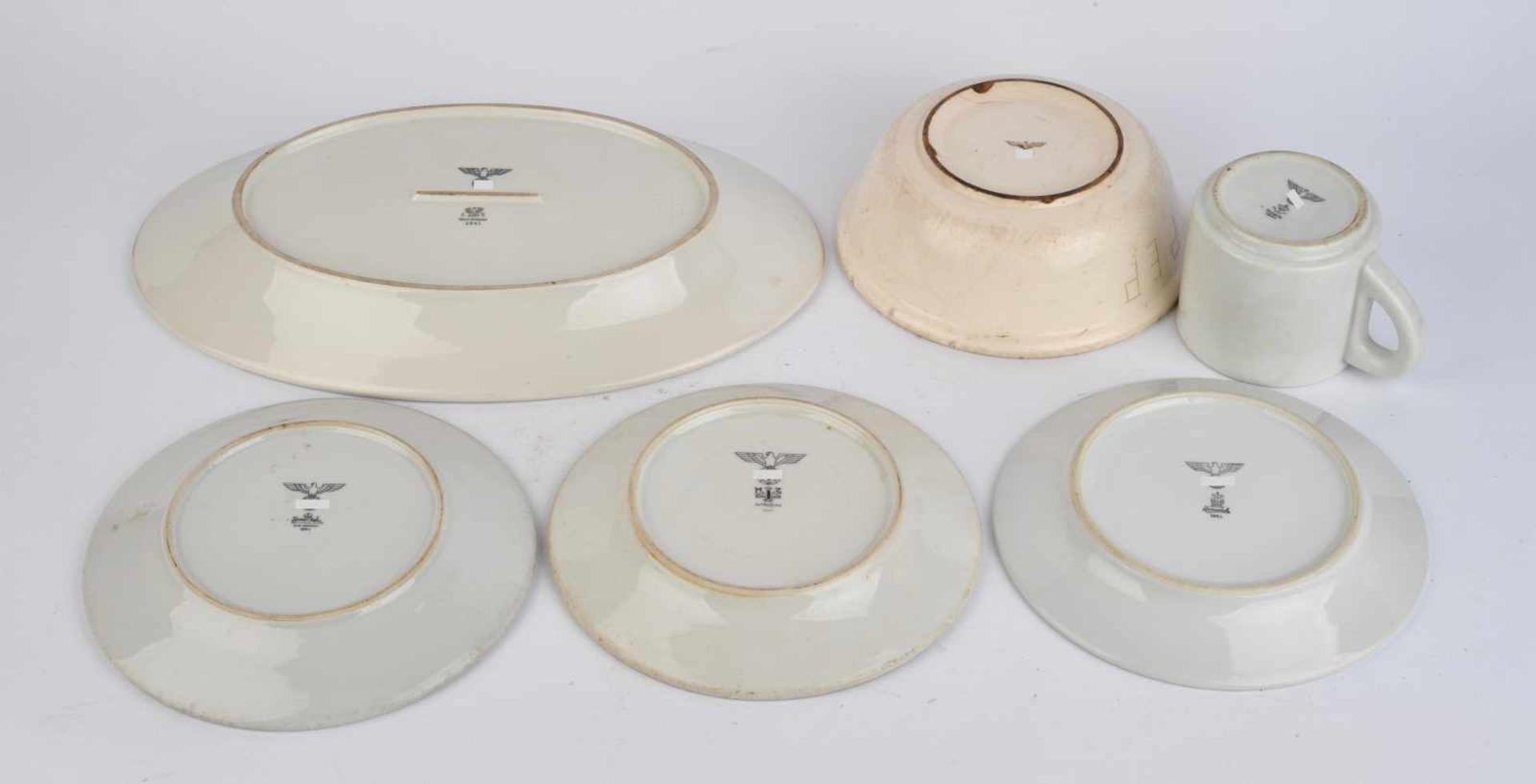 Ensemble de vaisselle de la Heer comprenant un plat oval de fabrication Tielsch Altwasser 1941, - Bild 2 aus 4