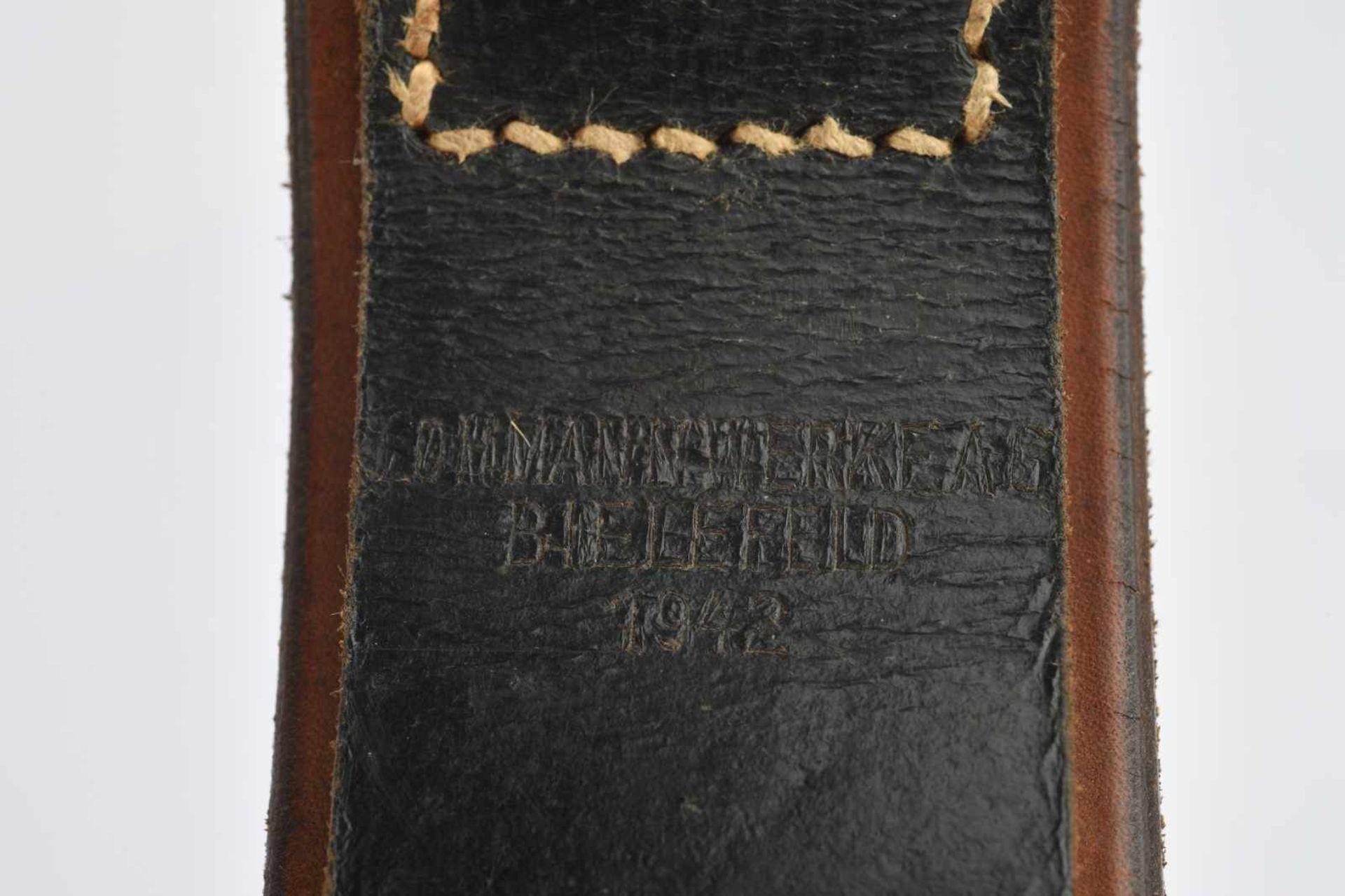 Ensemble de ceinturons en cuir comprenant un ceinturon en cuir sans marquage ni indication de - Bild 3 aus 3