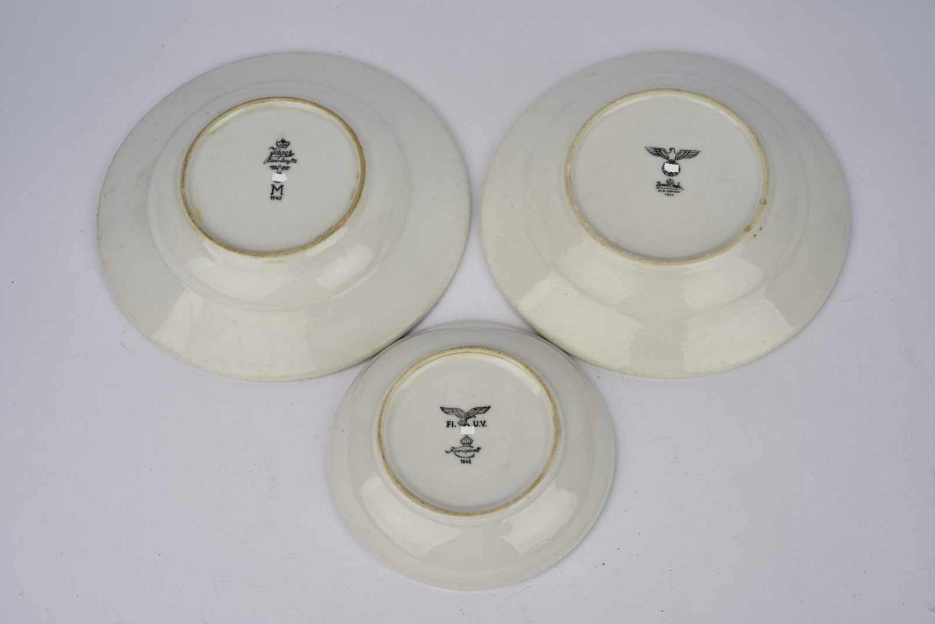 Ensemble de vaisselle allemande comprenant une assiette à soupe de la Kriegsmarine, fabrication «