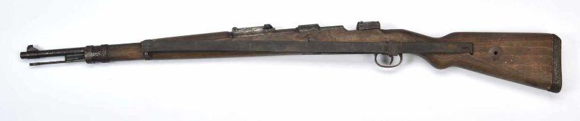 Fusil Mauser 98K Catégorie C. Crosse en bois, reste de tampon du Waffenhamt. Fabrication «147»