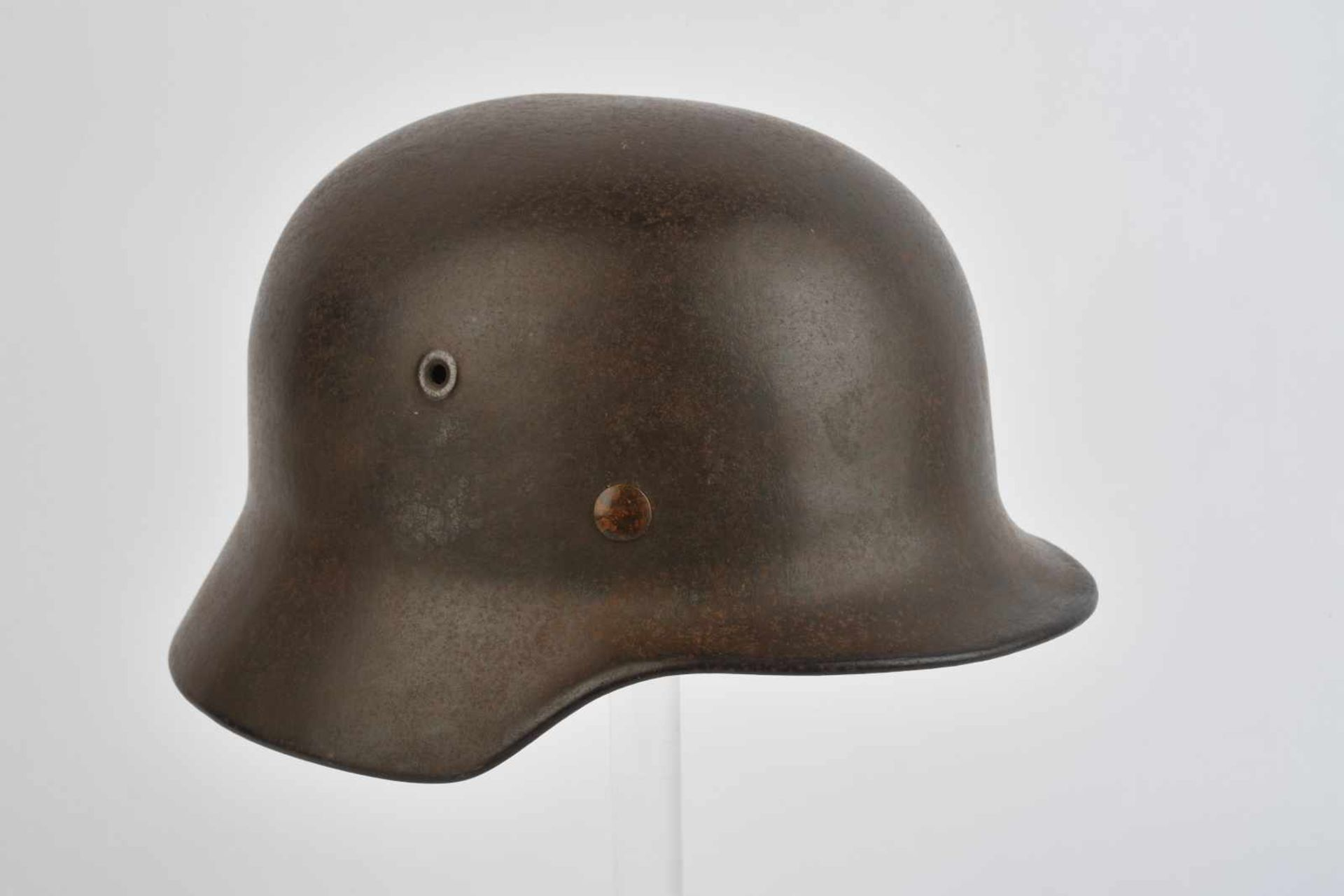Casque de la Heer. Coque de casque modèle 40 de fabrication EF. Peinture feldgrau à 70%,