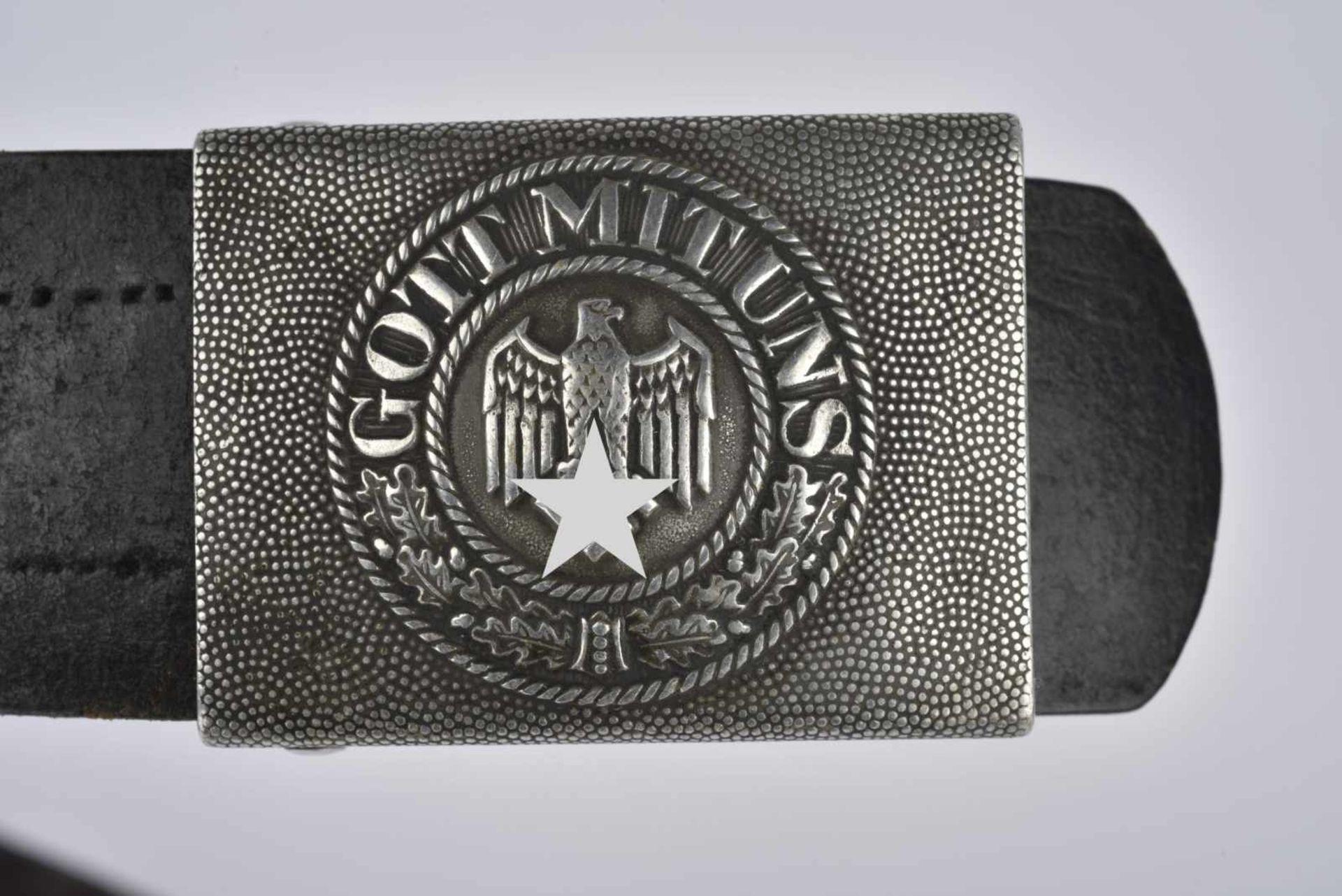 Ceinturon de la Heer en cuir noir, marqué et daté 1939. Boucle de ceinturon en métal grenelé, - Bild 3 aus 3