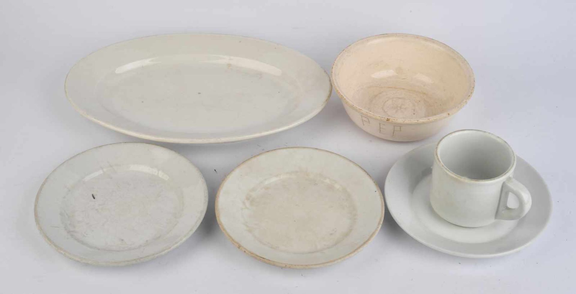 Ensemble de vaisselle de la Heer comprenant un plat oval de fabrication Tielsch Altwasser 1941,