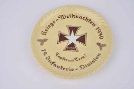 Assiette décorative Noël 1940 en Mettlach, marquée «Kriegs Weihnachten 1940» et «79ème Infanterie