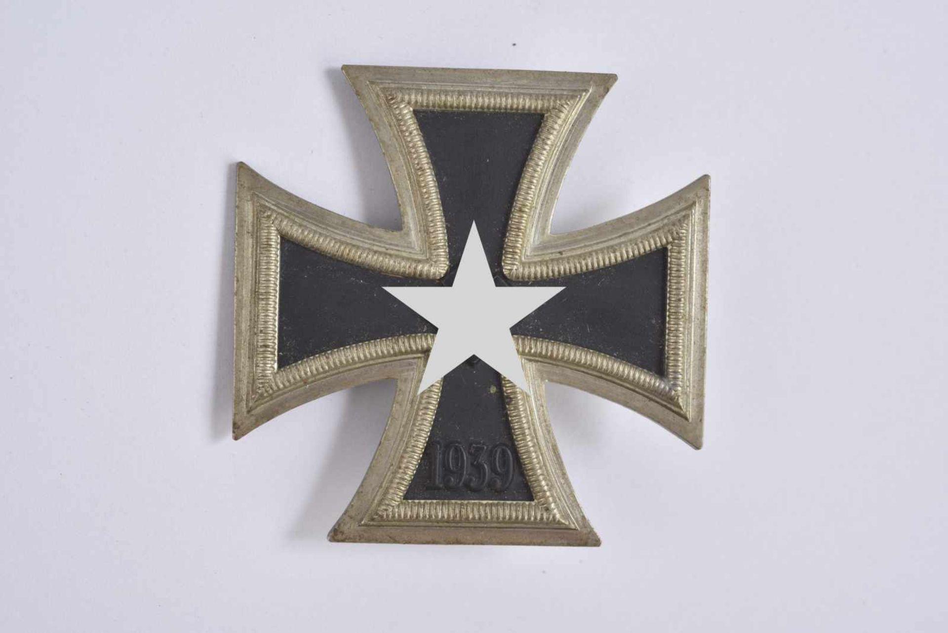 Croix de fer de première classe. Fabrication en trois parties, système de fixation complet. Marquage