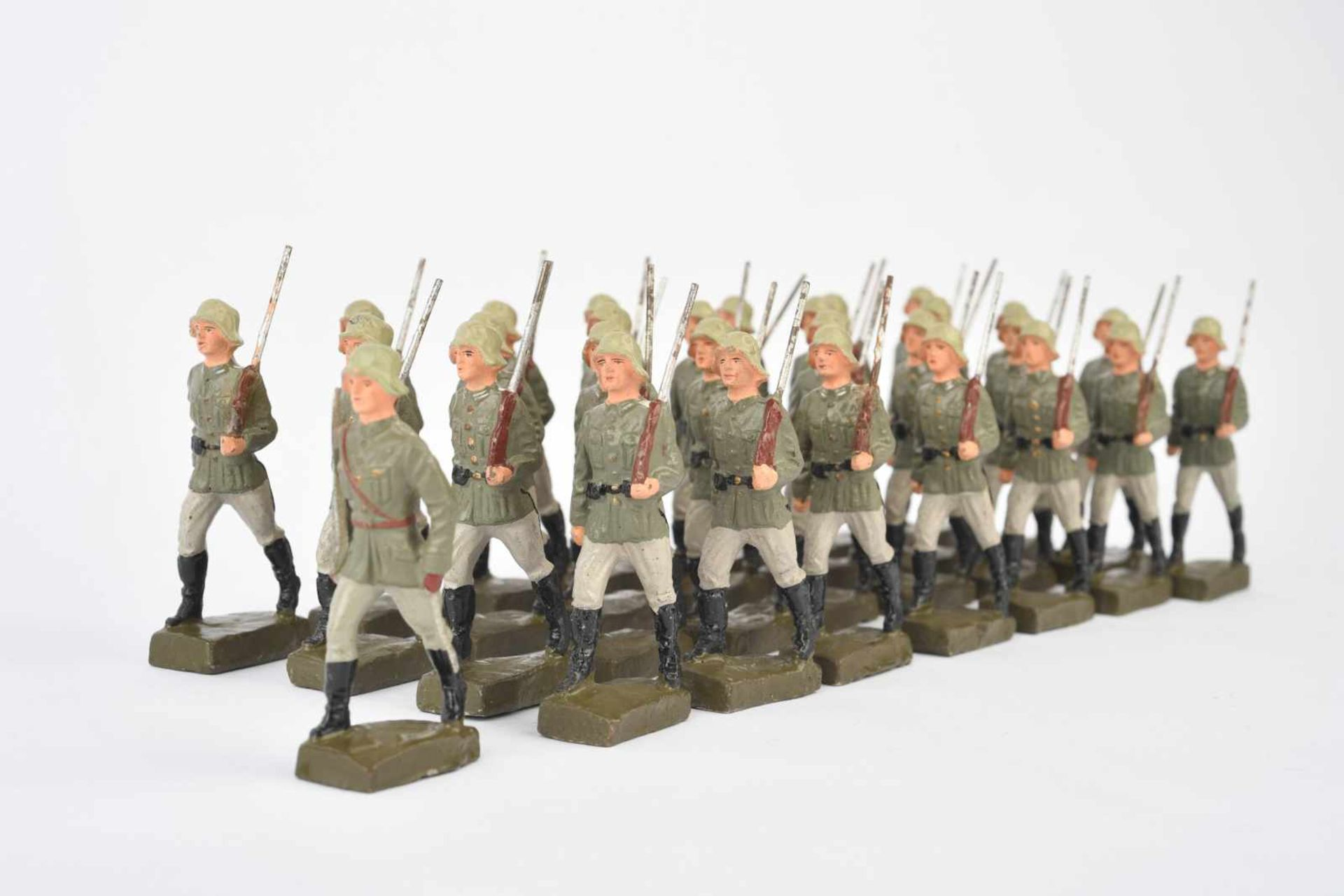 Ensemble d'Elastolin. Comprenant une trentaine de soldats allemands en défilé. Aucuns marquages - Bild 2 aus 2