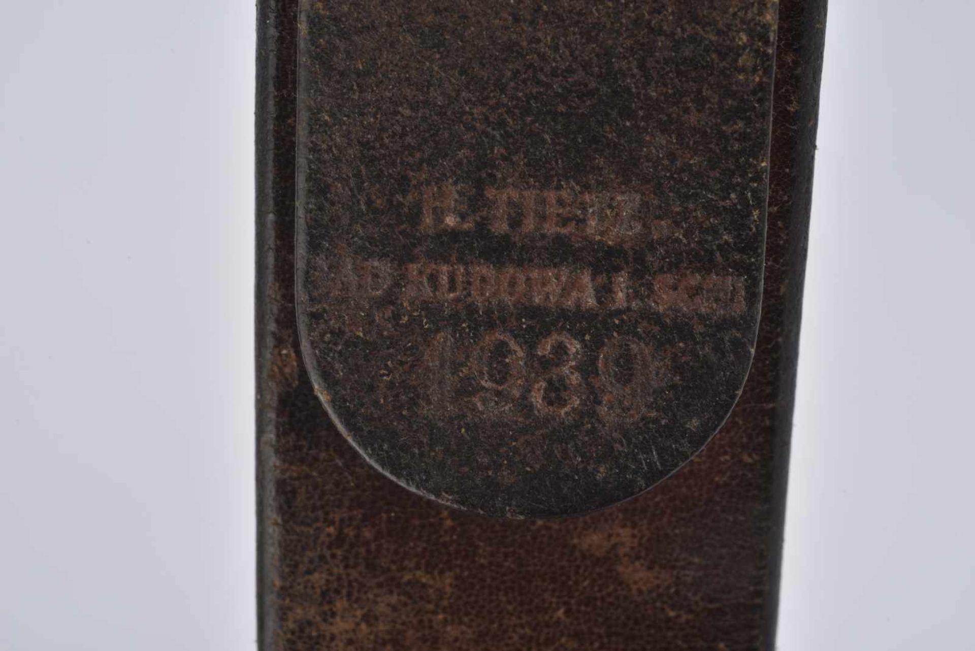 Ceinturon de la Heer en cuir noir, marqué et daté 1939. Boucle de ceinturon en métal grenelé, - Bild 2 aus 3