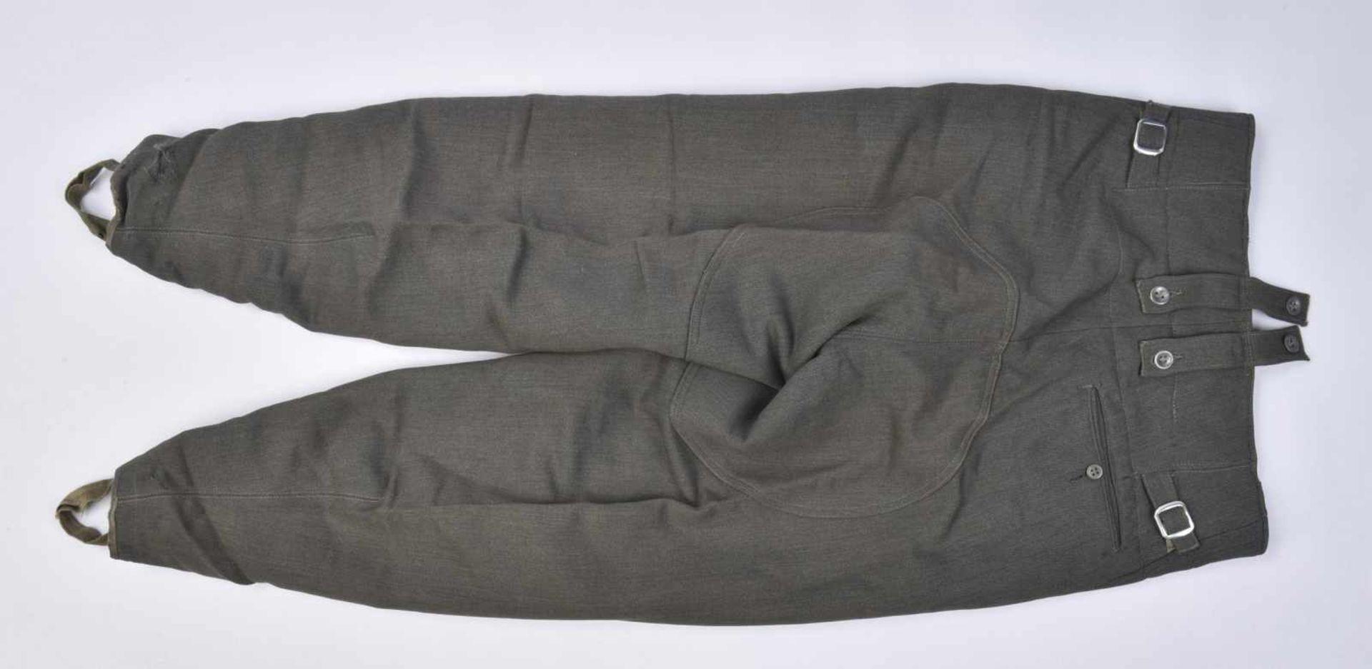 Pantalon en gabardine italienne. Modèle 44, en gabardine grise, tous les boutons sont présents. - Bild 4 aus 4