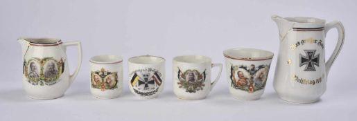 Ensemble de vaisselle 2 verseuses en porcelaine et 4 tasses Les 4 tasses décorées du profil de