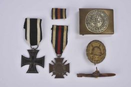 Petits équipements allemands boucle de ceinturon, badge, croix de fer Une boucle de ceinturon Gott