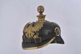 Casque à pointe Mle95 d'artilleur prussien Jugulaire et cocardes postérieurs, cuir graissé, bombe