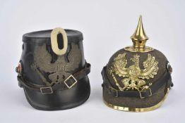 Reproductions muséale de coiffures allemandes Reproduction d'un shako prussien et un casque à pointe