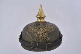 Casque à pointe bombe en métal BING prussien jugulaire et cocardes postérieures, bombe avec