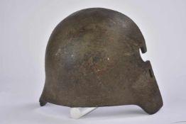 Plaque de blindage Stahlhelm modèle 1916.Plaque d'acier avec restant de peinture feldgrau. Marquages