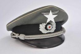 Casquette d'officier d'infanterieEn drap Feldgrau, triple liseré blanc de l'infanterie, insignes