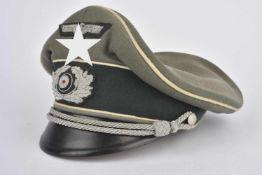 Casquette d'officier d'infanterieEn gabardine Feldgrau, triple liseré blanc de l'infanterie,