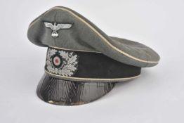 Casquette Alter Art de la HeerEn drap Feldgrau, triple liseré blanc de l'infanterie,, insignes