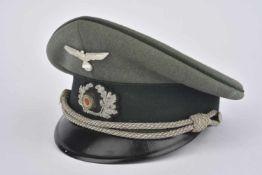 Casquette d'officier d'administrationEn gabardine Feldgrau, fausse jugulaire d'officier, triple