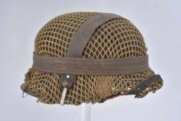 Casque camouflé de la HeerCoque de casque modèle 42, fabrication illisible. Peinture à 60%. Filet de