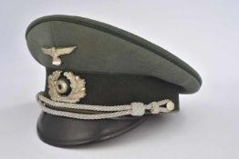 Casquette d'officier d'administrationEn gabardine Feldgrau, triple liseré vert foncé de l'