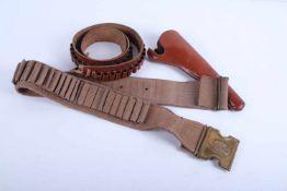 Reproduction d'équipement américainComprenant un ceinturon cartouchière en cuir marron. Un ceinturon