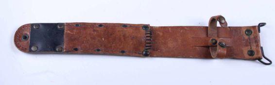 Fourreau en cuir M6 En cuir marron, complet, reste de tampon au dos. Sans garantie. A noter quelques