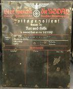 Plaque Hier Spricht die NSDAP En tôle émaillée, nombreux manques dans l'émail. A noter quelques