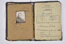 Soldbuch du Grenadier Fleck du Pz Aufkl.Ers.U.Ausb. Abt 4 Livret ouvert le 29 avril 1943, au nom