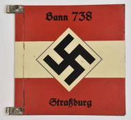 Kraftwagenstander für führer du Bann de Strasbourg. En métal, de couleur rouge et blanc. Biface,
