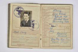 Wehrpass du soldat Karl Streng, incorporé dans la Luftwaffe Livret ouvert le 28 janvier 1944, au nom