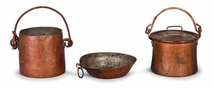 PADELLA E PENTOLE | TWO POTS AND A PAN Lotto composto da una pentola in rame cm 5x5, una con
