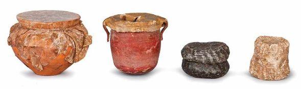 VASI E FORMAGGI | VASES Lotto composto da vaso con sugna, cm 6x6, vaso vuoto cm 5x5, due forme di