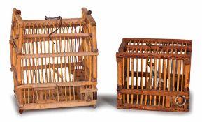 GABBIETTE | TWO GAGES Due Gabbiette, una con uccellino all'interno cm 4x5x4 e l'altra vuota , cm6.