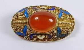Brosche, Silber (geprüft), vergoldet, Filigran, mittig roter Cabochon, emailliert, 9,1gr., L-3,5 c