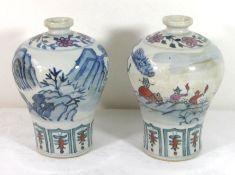 Paar Vasen, China, bemalt mit Personen und Landschaft, gemarkt, je H-19cm
