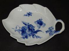 """kl. Blattschale """" Royal Copennhagen"""" blaue Blumen, 18x13 cm"""
