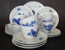 "22 Teile Geschirr ""Royal Copenhagen"" blaue Blumen, 1 Teller Rand bestossen"