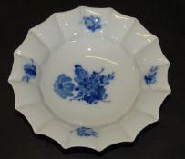 "runde Schale "" Royal Copenhagen"" blaue Blumen, H-4,5 cm, D-16,5 cm"