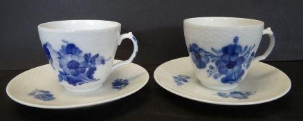 "2x Mokka-Tassen mit U.T. ""Royal Copenhagen"" blaue Blumen"
