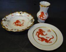 "3 Teile Geschirr ""Weimar"" ARO, roter Drachen, Vase H-14 cm, Teller D-19 cm, Schale D-21 cm"