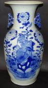 hohe Vase, China, Blaumalerei Vogel, H-42 cm, älte