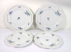 4 Teile, Rosenthal, Form Maria, florales Dekor, je 2 Mittel-und Essteller, D-24cm und D-19,5cm.