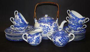 japan. Teeservice, blaues Blütendekor, 1x Tasse bestossen, U.T. geklebt, 24 Teil