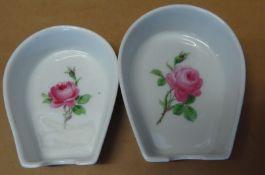 """zwei kleine Ascher """"Meissen"""" rote Rose, ca. 8x6 cm, stapelbar, Schleifstriche"""