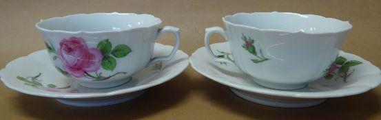 2x Teetassen mit U.T. Meissen, Schwertermarke, rote Rose, alles 1.Wahl