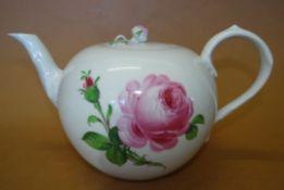 """Teekanne """"Meissen"""" rote Rose, Schwertermarke durchschliffen, H-13 cm"""