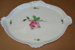 """grosse geschweifte ovale Platte """"Meissen"""" rote Rose, 19.Jhd., Schwertermarke, 1.Wahl, 45x33 cm"""
