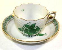 Mocca-Tasse mit U.T., Herend, Apony grün, Tasse H-5cm.