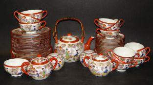 japanisches Teeservfice für 12 Personen mit Lithophanie, 53 Teile, Teekanne Innenrand bestosse